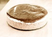 Cheesecake senza cottura alle carote e cardamomo con ganache alla cannella