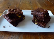 Brownies al cardamomo con pistacchi