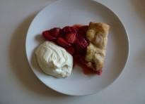 One crust pie alle fragole con panna montata al basilico